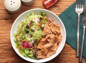 Pulled pork + salada com molho azeite e limão