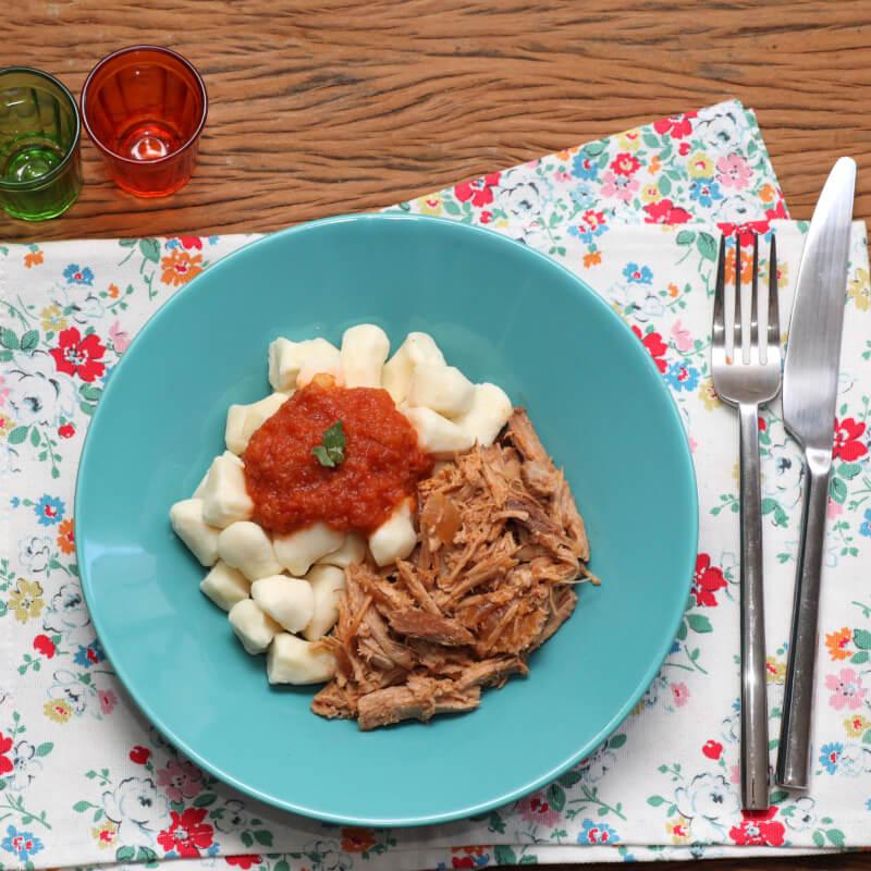 Pulled pork + nhoque de batata + molho ao sugo