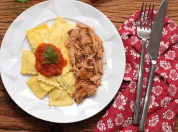 Pulled pork + Ravioli de espinafre e ricota + molho ao sugo