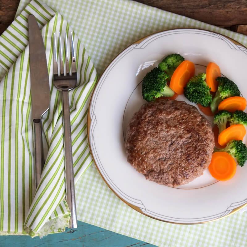 Hamburguer de fraldinha + brócolis com cenoura