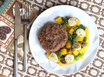 Hamburguer de fraldinha + Mandioquinha com vagem e ovo de codorna