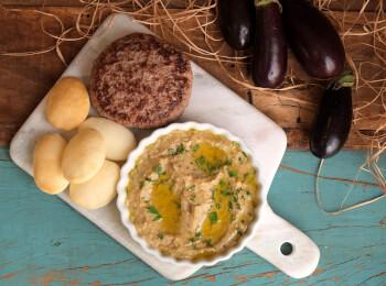 Hamburguer fraldinha + Babaganoush + pão sirio mini