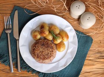 Polpetone mussarela light com crosta quinoa + batata bolinha na manteiga com alecrim