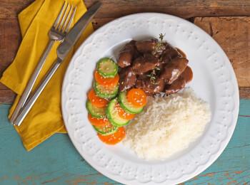 Boeuf bourguignon + arroz branco + abobrinha com cenoura e mix gold