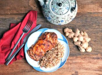 Sobrecoxa no missô e gengibre + arroz 7 grãos