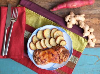 Sobrecoxa no missô e gengibre + batata doce no azeite
