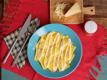 Ravioli quatro queijos + molho béchamel