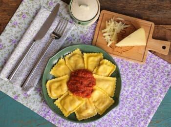 Ravioli quatro queijos + molho ao sugo