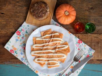 Polpetone mussarela light com crosta quinoa + ravioli de zucca e amaretto + molho béchamel