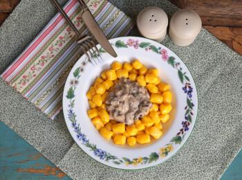 Nhoque de mandioquinha + molho funghi