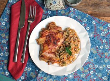 Sobrecoxa ao curry + quinoa com cranberry