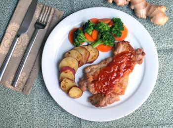 Sobrecoxa agridoce + batata doce + brócolis com cenoura