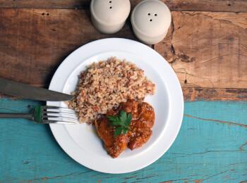 Sobrecoxa caipira + arroz 7 grãos
