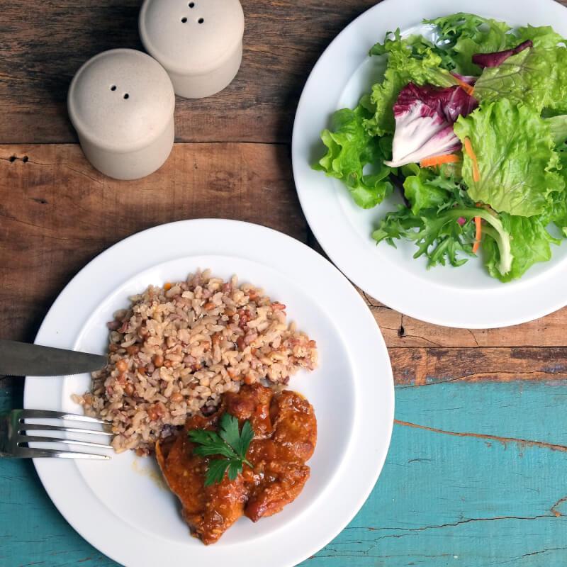Sobrecoxa caipira-arroz 7graos-salada