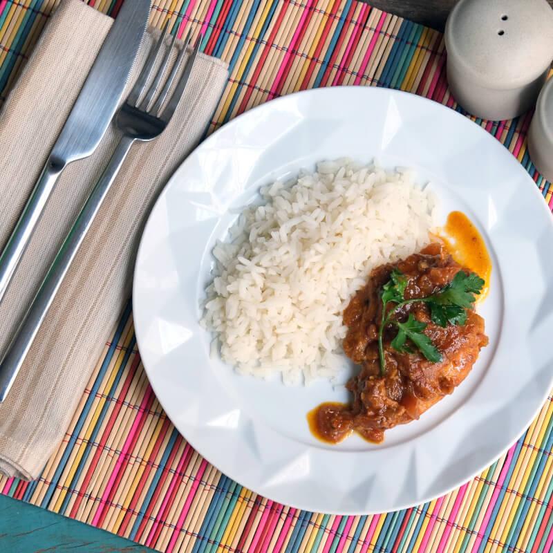 Sobrecoxa caipira-arroz branco