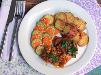 Sobrecoxa caipira + batata doce + abobrinha com cenoura e mix gold
