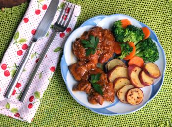 Sobrecoxa caipira + batata doce + brócolis com cenoura