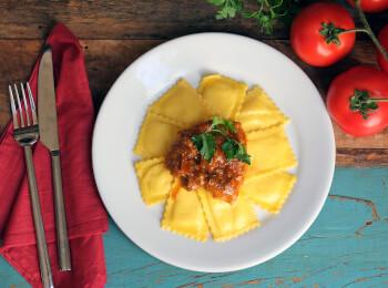 Sobrecoxa caipira + Ravioli de espinafre e ricota