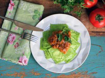 Sobrecoxa caipira + ravioli verde
