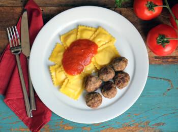 Polpette + Ravioli 4 queijos + molho sugo