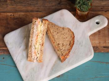 Sanduíche Atum com cenoura e azeitona