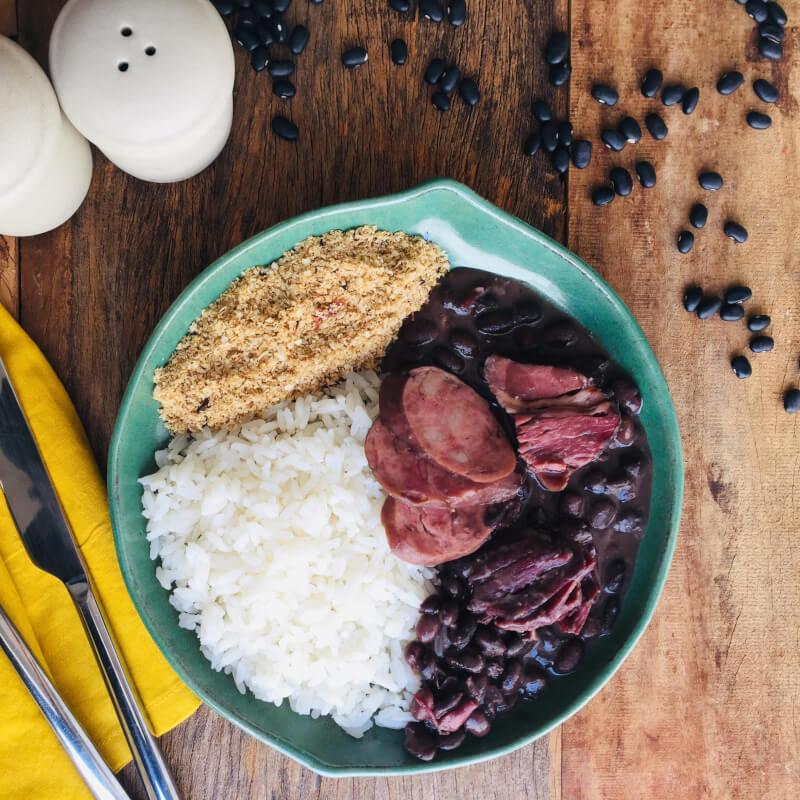 Feijoada + arroz branco + farofa de quinoa
