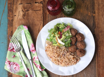 Polpette + arroz 7 grãos + salada