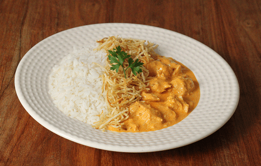 Estrogonofe de frango + arroz branco + batata palha