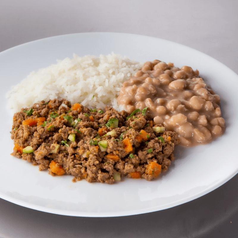 Carne moída com legumes + arroz branco + feijão