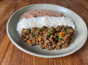 Proteína de soja refogada + arroz + feijão