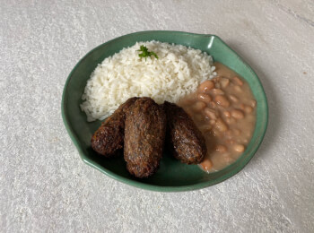 Quibe plant based + arroz + feijão