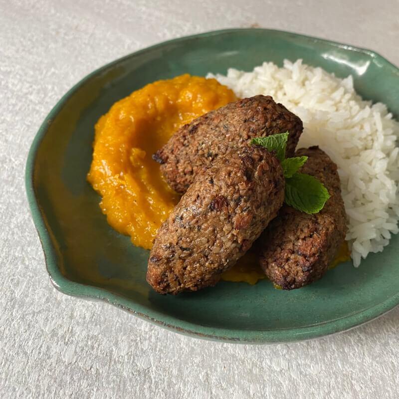 Quibe plant based + arroz + purê de abóbora