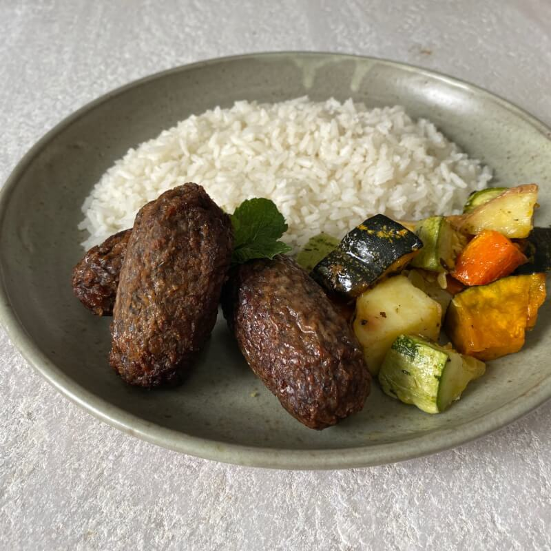 Quibe plant based + arroz + legumes assados