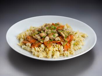 Parafuso com frango e legumes ao azeite de ervas