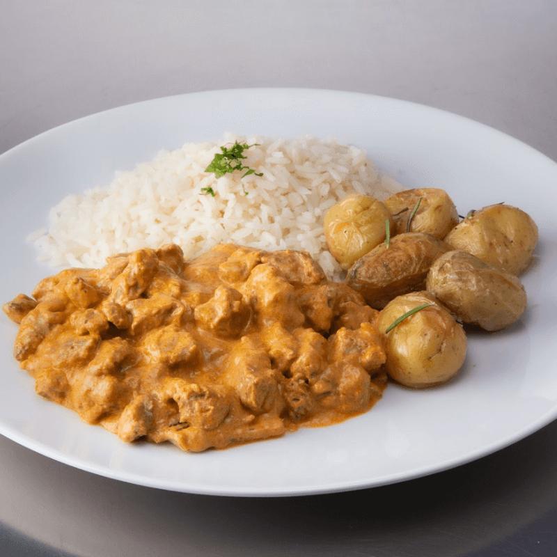Estrogonofe de carne + arroz + batata bolinha