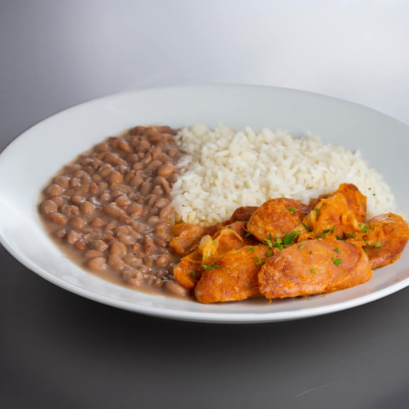 Linguiça acebolada + arroz + feijão