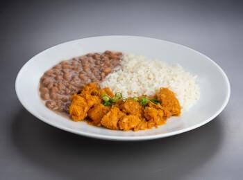 Bisteca acebolada + arroz + feijão