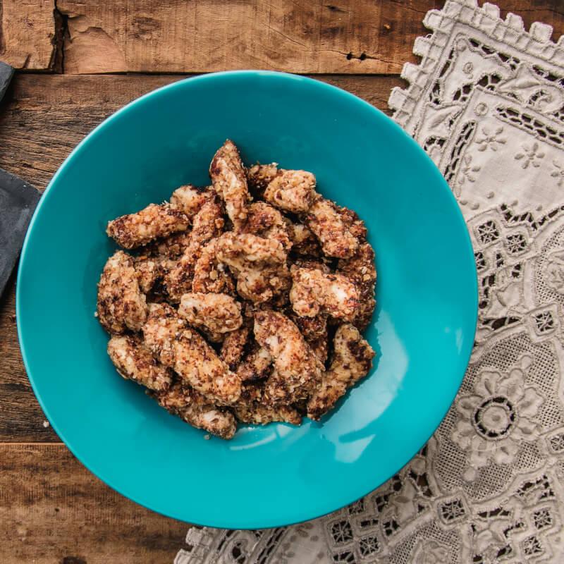 Frango ao dijon com crosta de quinoa, aveia, linhaça