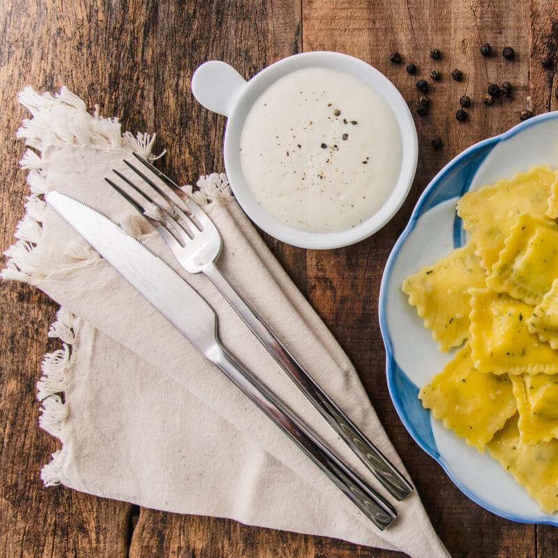 Ravioli de espinafre e ricota + molho béchamel