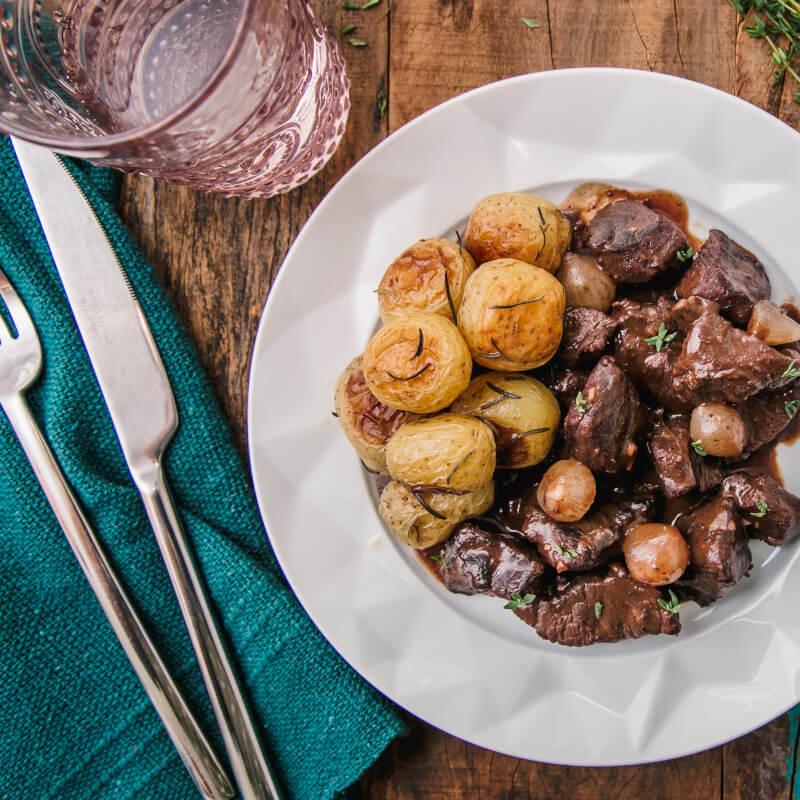 Boeuf bourguignon de filé mignon + batata bolinha na manteiga com alecrim