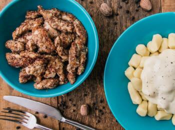 Frango ao dijon com crosta de quinoa, aveia e linhaça + nhoque de batata + molho béchamel