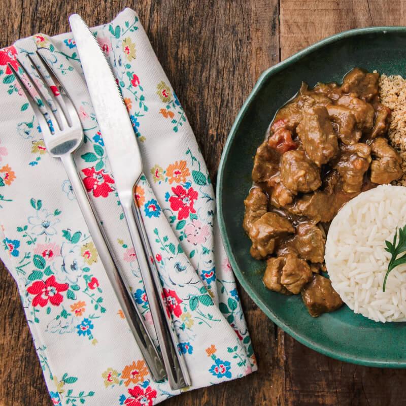 Picadinho de filé mignon + arroz branco + farofa de quinoa